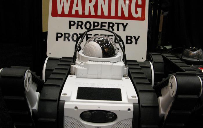 robot de sécurité au CES de Las Vegas en 2013 crédits : Intel Free press via Flickr licence CC