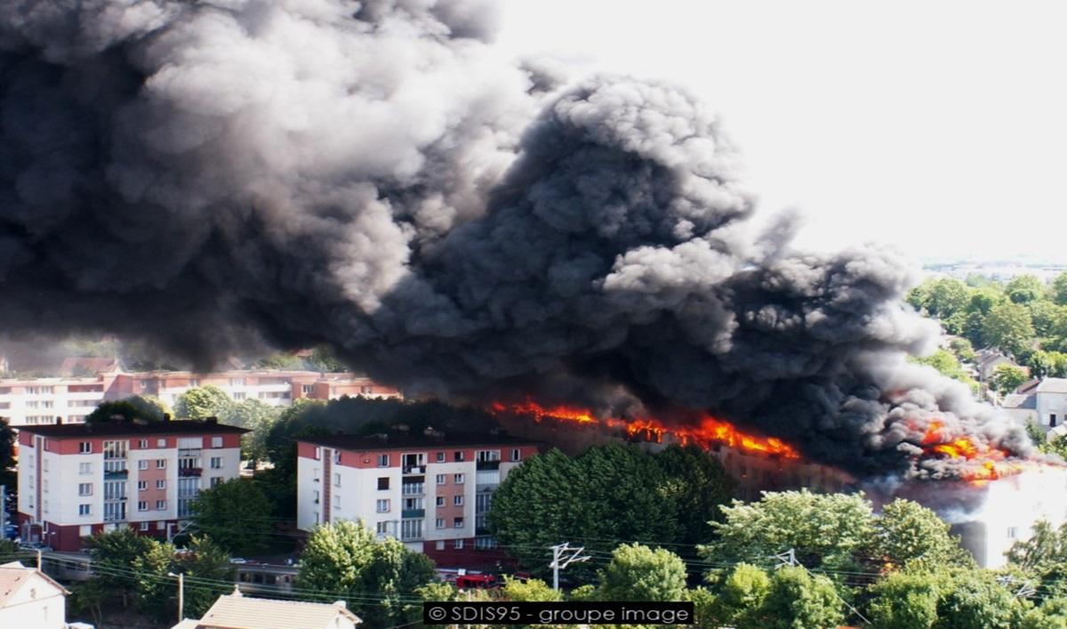 incendie façade intervention-Crédit photo : Sdis95