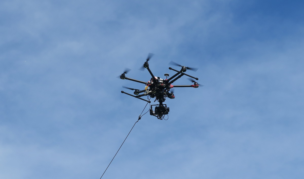 Des drones perturbent les aéroports, ici un drone filaire (copyright DK/Face au Risque)