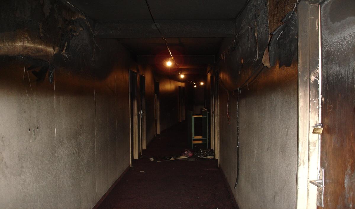 Impact des fumées et gaz chauds dans les couloirs et escaliers (1/2, photos SDIS du Tarn)