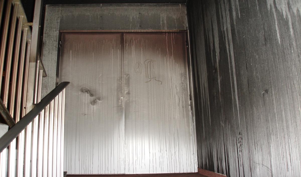Impact des fumées et gaz chauds dans les couloirs et escaliers (2/2, photos SDIS du Tarn)