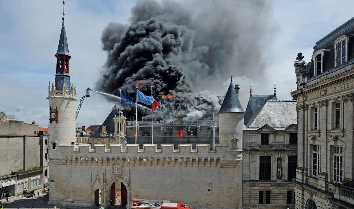Feu hôtel de ville La Rochelle credit photo Xavier Léoty