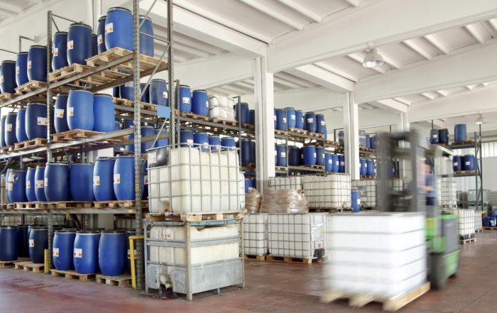 ICPE stockage produits chimiques. Photo angelo.gi/Fotolia.com