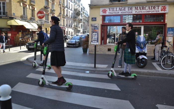 Trottinette élecctrique dans Paris (Photo Jeanne Menjoulet_Flickr_Commons)