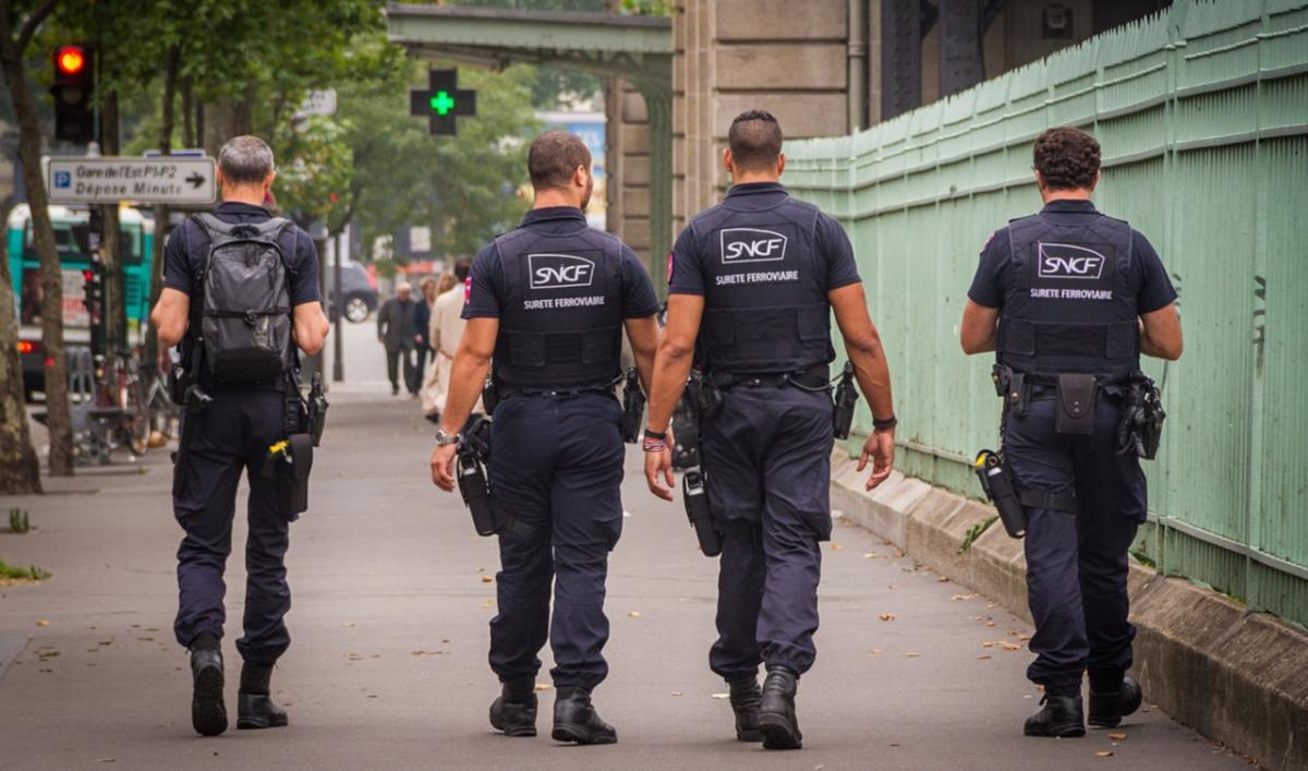 Agents de sûreté ferroviaire Paris Gare de l'Est (Photo © Claude Truong-Ngoc Wikimedia Commons)