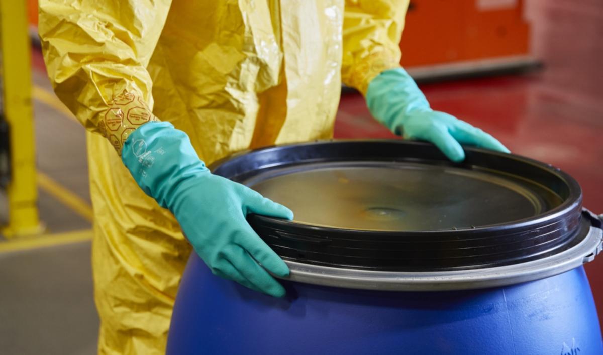 DuPont Tychem gants de protection chimique (Photo DuPont)