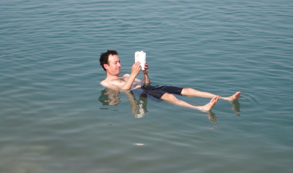 Voyager en sécurité quels livres emporter credits Adam Baker via flickr licence CC