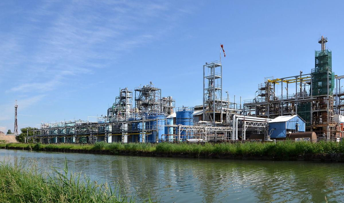 Lubrizol (Image d'illustration usine Solvay Tavaux, photo Pline Wikimedia cc).