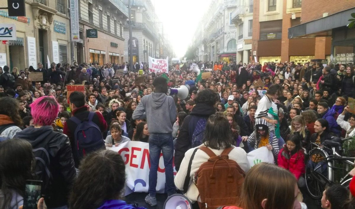 Block Friday - Marche pour le climat. (Photo compte Twitter, Citoyen pour le climat - Toulouse).