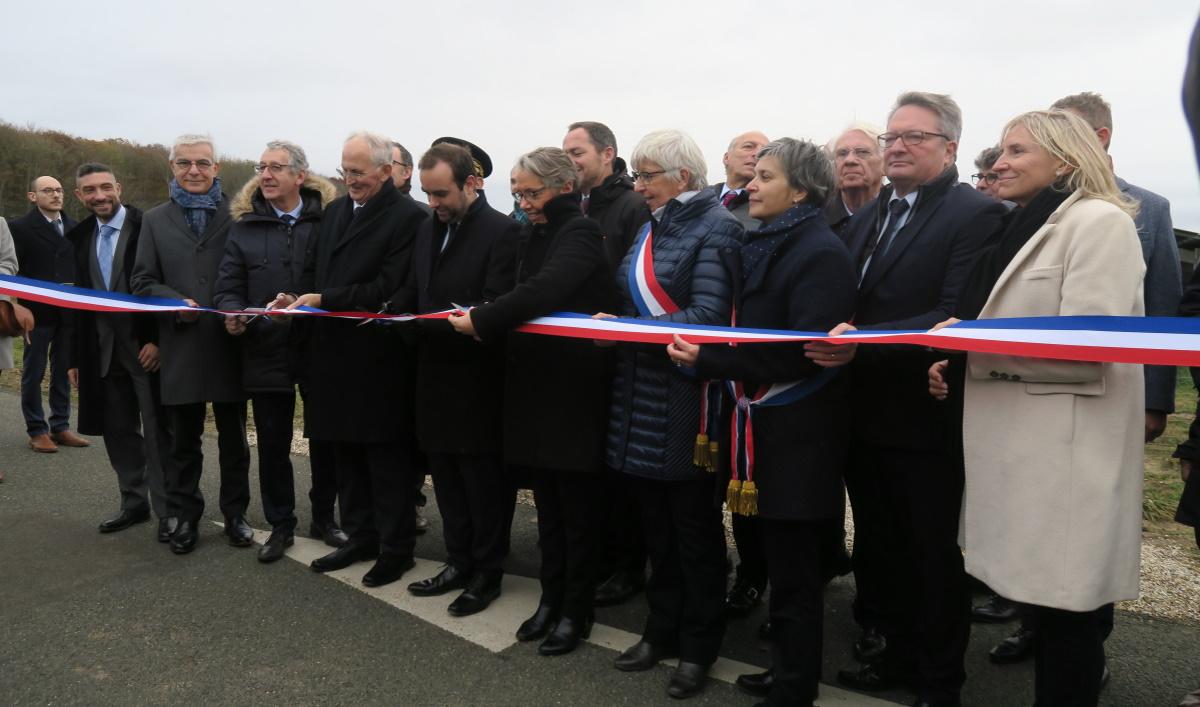 Inauguration du parc photovoltaïque en présence des ministres E Borne et S Lecornu. (Photo CA - Face au Risque).