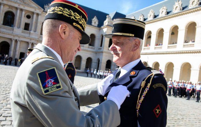 René Dosne reçoit la Légion d'honneur. Photo BSPP/M.Loukachine.