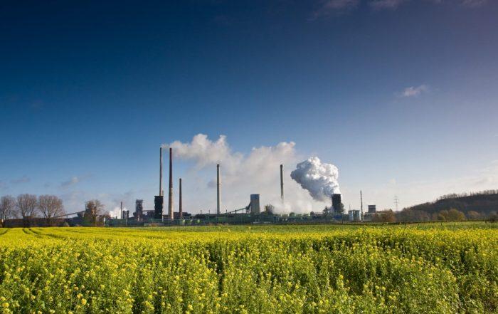 Risques environnementaux et entreprises. Photo Fotolia.com