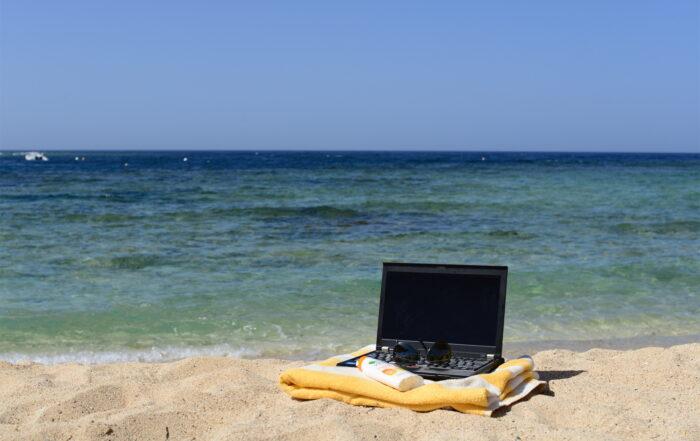 10 conseils pour vous protéger en vacances contre les cybermenaces - Flickr CC Laura Hoffmann